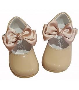 457 Zapato de niña con lazo camel